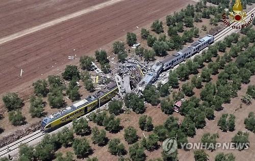 伊 남부서 열차 정면 충돌 사고…최소 10명 사망(종합)
