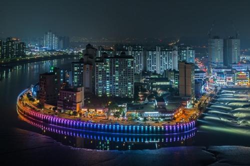 빛으로 수놓아진 시흥 월곶 밤바다…야간조명 설치