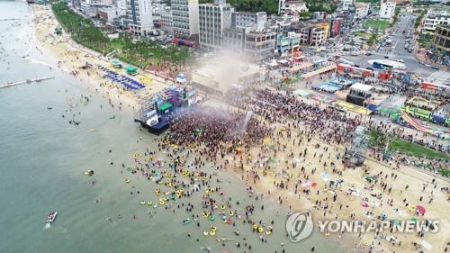 충남 해수욕장 희비 교차…피서객 만리포 55%↑·대천 29%↓