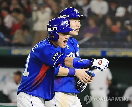 2017 아시아프로야구챔피언십에 출전한 이정후(왼쪽)와 박민우