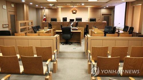 숙박업소 고객 사생활 몰래 녹음한 직원 징역 8월