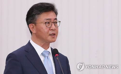 (LEAD) N.K. likely to conduct another nuke test this year: Seoul official - 1