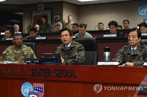 This photo, provided by the prime minister's office on Dec. 16, 2016, shows Acting President and Prime Minister Hwang Kyo-ahn (C) speaking during his visit to the headquarteres of the South Korea-U.S. Combined Forces Command in Seoul. (Yonhap)