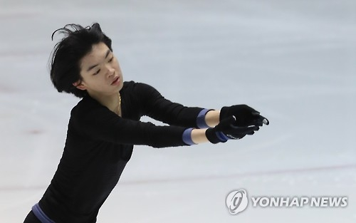 South Korean figure skater Cha Jun-hwan practices at the National Training Center in Seoul on Jan. 12, 2017. (Yonhap)