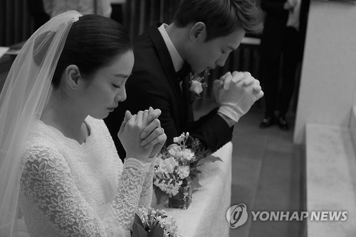 (2nd LD) Rain, Kim Tae-hee become top celebrity husband and wife