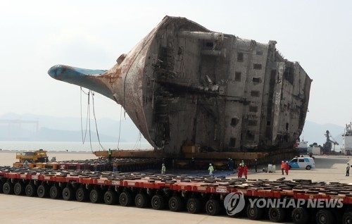 Sewol ferry moved on land, search for missing victims begins - 1
