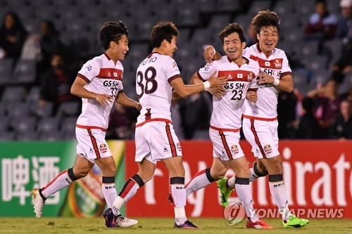 In this EPA photo, Lee Seok-hyun of FC Seoul (second from R) is congratulated by teammates after scoring a goal against Western Sydney Wanderers in their Asian Football Confederation (AFC) Champions League Group F match at Campbelltown Stadium in Sydney on April 11, 2017. (Yonhap)