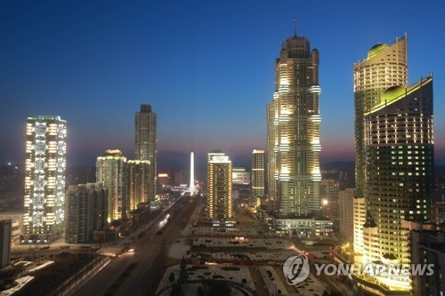 This photo unveiled by North Korea's news agency on March 16, 2017, shows a construction site for Ryomyong Street, a new skyscraper-lined residential area in Pyongyang. (For Use Only in the Republic of Korea. No Redistribution) (Yonhap)