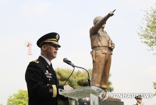 Lt. Gen. Thomas S. Vandal, the commanding general of the 8th Army, delivers a speech at the Gen. Walker Monument Transition Ceremony held at the Yongsan base in Seoul on April 25, 2017. (Yonhap)