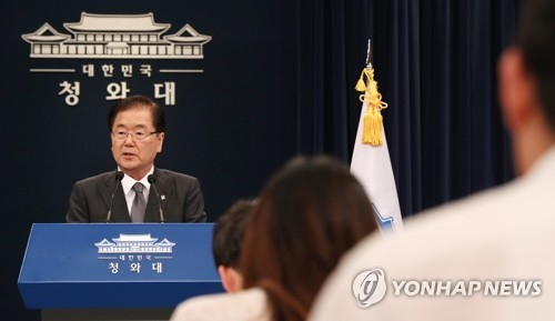 Chung Eui-yong (L), head of the National Security Office and chief security advisor to South Korean President Moon Jae-in, holds a press conference at the presidential office Cheong Wa Dae on June 9, 2017. (Yonhap)