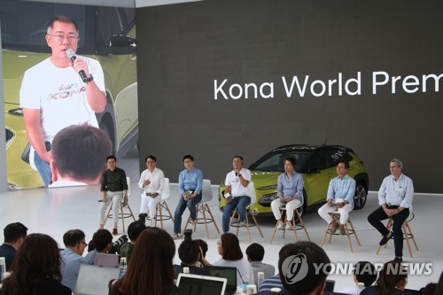 Hyundai Motor Vice Chairman Chung Eui-sun answers questions from a reporter in a Q&A session following the company's world premiere event for the Kona SUV held at Hyundai Motor Studio in Goyang, just northwest of Seoul, on June 13, 2017. (Yonhap)