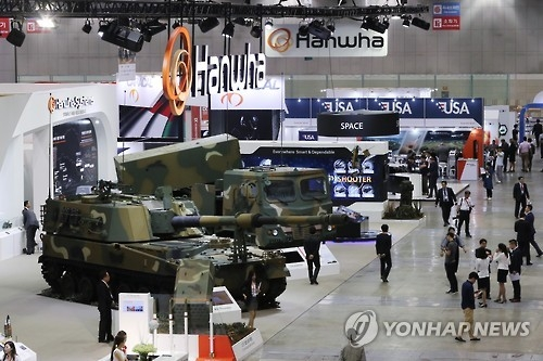The K-9 Thunder self-propelled 155mm howitzer, produced by Hanwha Techwin, is on display at a 2016 defense expo in Goyang, Gyeonggi Province, in this file photo. (Yonhap)