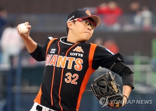 In this file photo taken on June 6, 2017, Park Se-woong of the Lotte Giants throws a pitch against the NC Dinos in the teams' Korea Baseball Organization game at Masan Stadium in Changwon, South Gyeongsang Province. (Yonhap)