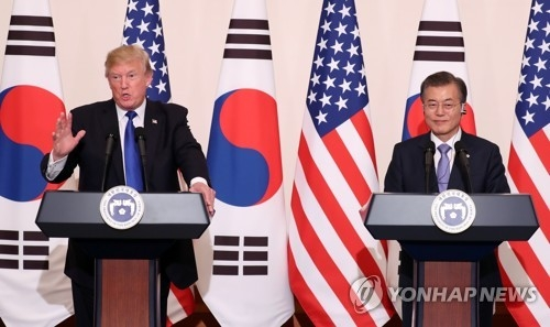 This photo taken Nov. 7, 2017, shows President Moon Jae-in (R) and his U.S. counterpart Donald Trump (L) speaking to reporters after their summit. (Yonhap)