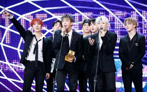 This photo provided by Mnet shows BTS giving an award acceptance speech at the 2017 Mnet Asian Music Awards on Dec. 1, 2017, held at AsiaWorld-Expo in Hong Kong. (Yonhap)