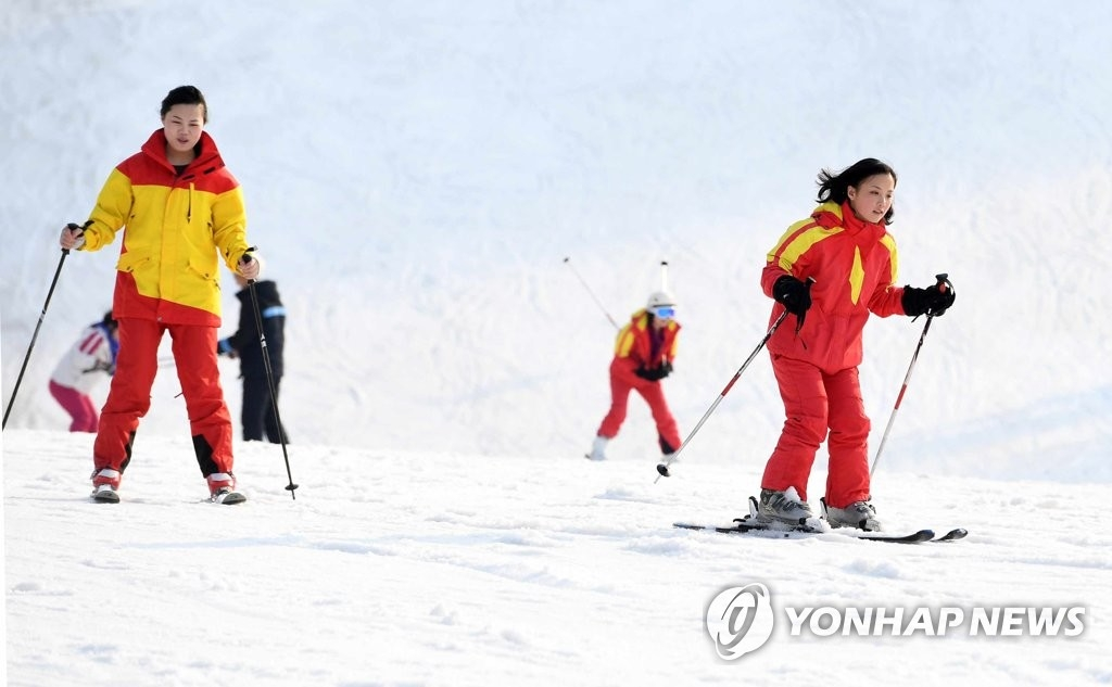 North Koreans enjoy ski at Masikryong Ski Resort in this photo released by the country's media. (For Use Only in the Republic of Korea. No Redistribution) (Yonhap)