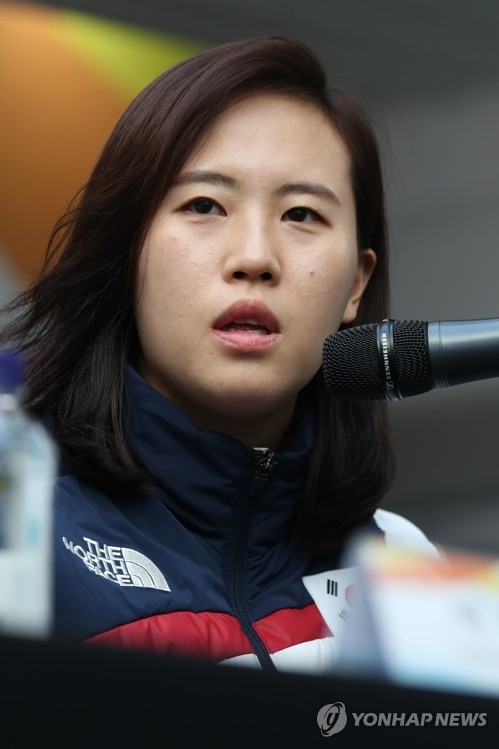 Shin So-jung, No. 1 goalie of the joint Korean women's hockey team, speaks at a press conference at Team Korea House inside Gangneung Olympic Park in Gangneung, Gangwon Province, on Feb. 21, 2018. (Yonhap)