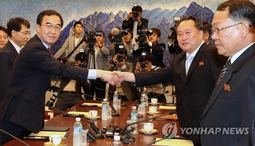 This photo, taken by the Joint Press Corps on June 1, 2018, shows South Korea's chief delegate Cho Myoung-gyon (L) shaking hands with his North Korean counterpart Ri Son-gwon before holding high-level talks. (Yonhap)