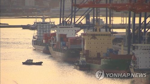 This file photo shows ships at anchor in the port of Busan, South Korea's main maritime gateway. (Yonhap)
