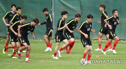 This file photo taken on June 10, 2018, shows South Korea national football team players train in Leogang, Austria. (Yonhap)