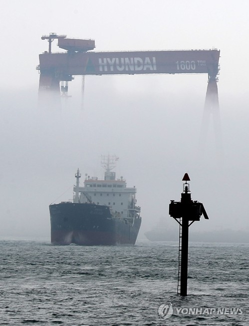 This file photo shows fog covering part of a huge Goliath crane at Hyundai Heavy Industries Co.'s shipyard in Ulsan. (Yonhap)