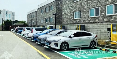 This undated photo, provided by E-Mart Inc., shows its electric vehicle charging station in Gangneung on South Korea's east coast. (Yonhap)
