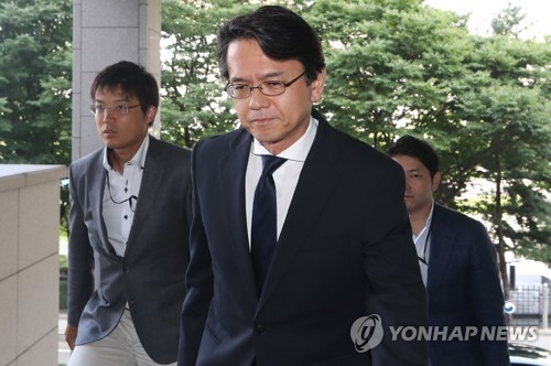 Kohei Maruyama, a minister at the Japanese Embassy in Seoul, enters South Korea's foreign ministry building in Seoul on July 17, 2018. (Yonhap)