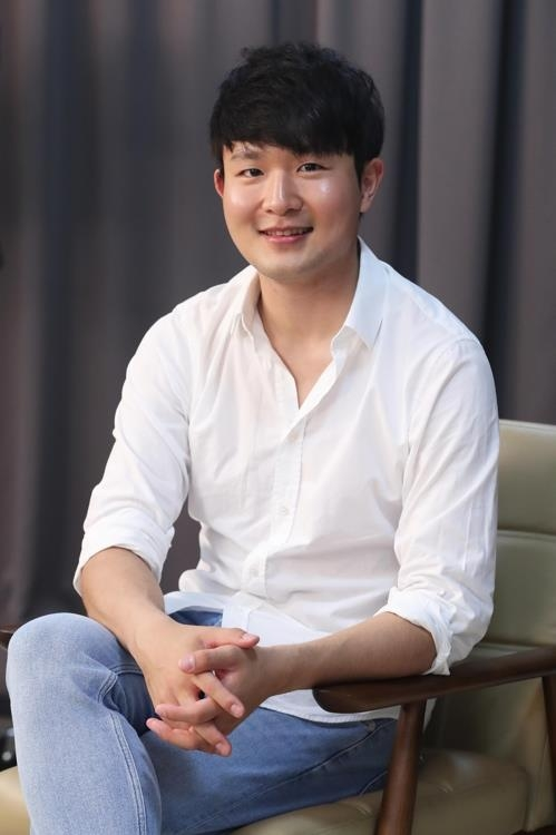 Pianist Sunwoo Yekwon poses for photos during an interview with Yonhap News Agency on Aug. 6, 2018. (Yonhap)