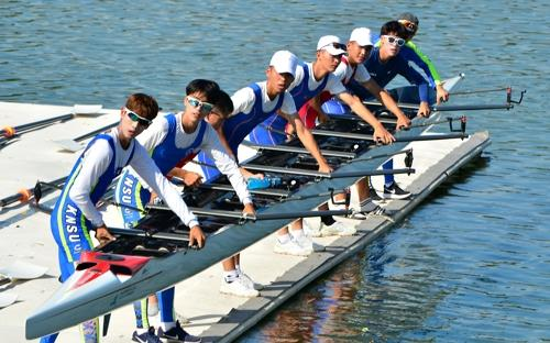 In this file photo from July 31, 2018, members of the unified Korean lightweight men's eight rowing team prepare for their practice at Chungju Tangeum Lake International Rowing Center in Chungju, 150 kilometers south of Seoul. (Yonhap)