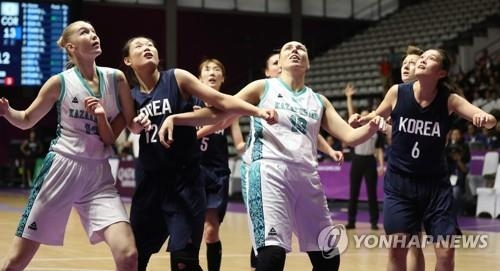 Players for the unified Korean team and Kazakhstan try to grab a rebound during a Group X match against Kazakhstan at the 18th Asian Games at GBK Basketball Hall in Jakarta on Aug. 21, 2018. (Yonhap)