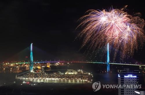 This photo shows a fireworks display at the port of Busan on South Korea's southeastern coast on May 25, 2018. (Yonhap)