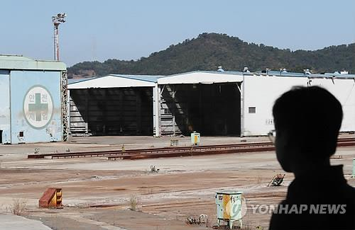 This photo shows a shipyard in Tongyeong that was forced to close in 2015 resulting in the layoff of 5,000 workers. (Yonhap)