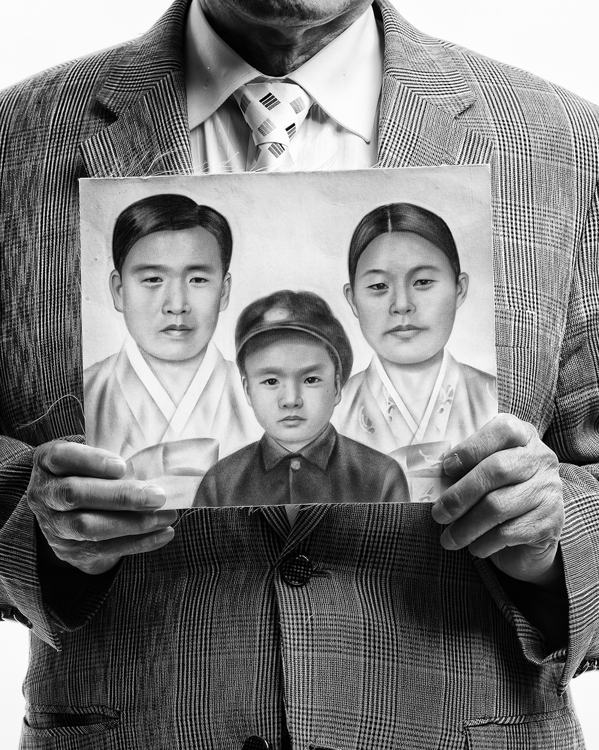 "The photo provided by the Arario Gallery shows ""Kim Hongtae"" from the ""Eternal Family"" series by Byun Soon-cheol. (Yonhap)"