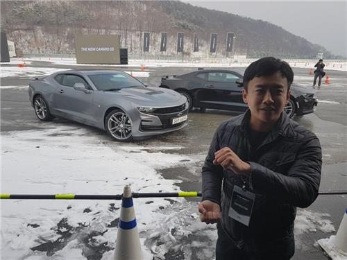 In this photo taken Dec. 13, 2018, professional racer Lee Won-il talks about the latest trend of local racetracks during a media test-drive event at Inje Speedium. (Yonhap)