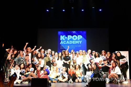 This file photo shows a K-pop festival held in Paris in September 2018. (Yonhap)