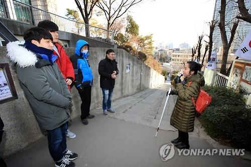 People visit the Uphill Road of 90 Stairs, which served as a secret passage to the rally point of an 1919 independence movement away from the Japanese police's surveillance, in the southeastern city of Daegu in this undated photo. (Yopnhap)