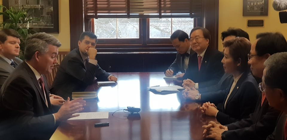 This photo shows Rep. Na Kyung-won, floor leader of South Korea's main opposition Liberty Korea Party (3rd from R) meeting with Sen. Cory Gardner (L) at the Russell Senate Office Building in Washington on Feb. 13, 2019. (Yonhap)