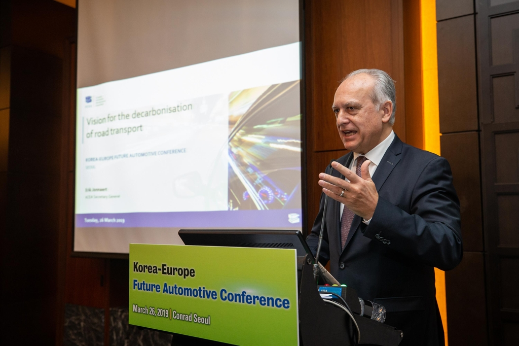 In this photo, taken on March 26, 2019, and provided by ECCK, ACEA Secretary General Erik Joannaert delivers a keynote speech on the future of clean mobility in a seminar held in Seoul. (Yonhap)