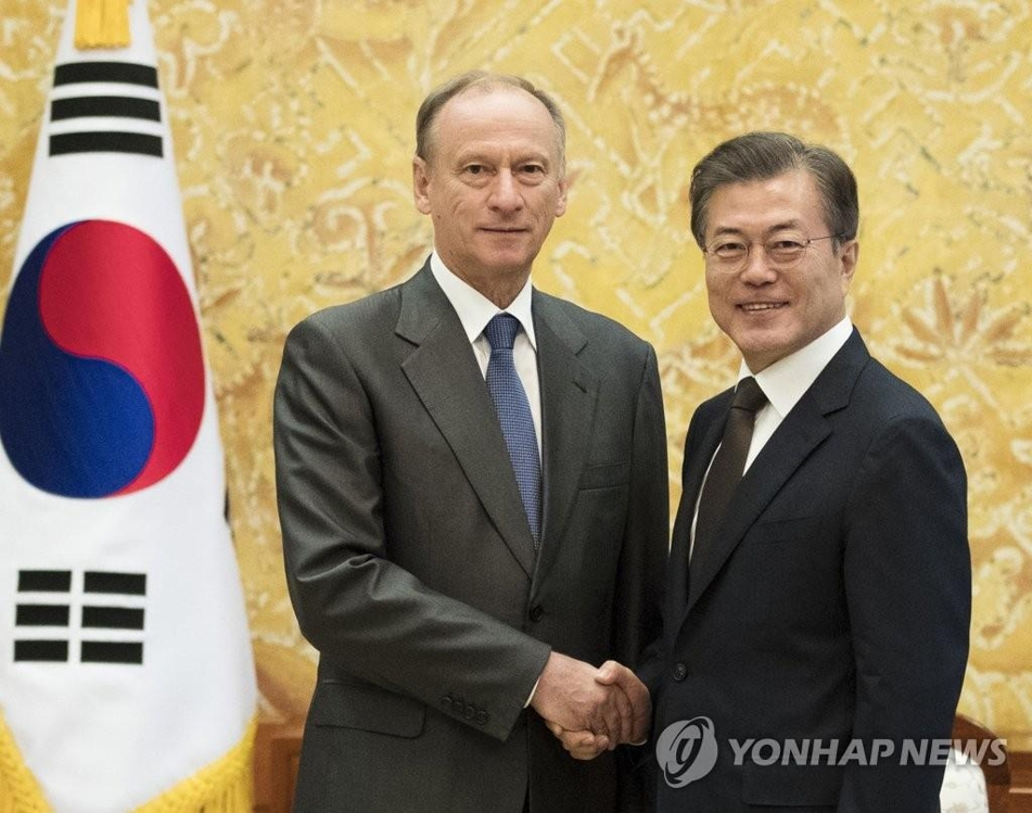 President Moon Jae-in (R) shakes hands with Nikolai Patrushev, secretary of the Security Council of the Russian Federation, in Seoul on Sept. 4, 2017, in this file photo. (Yonhap)