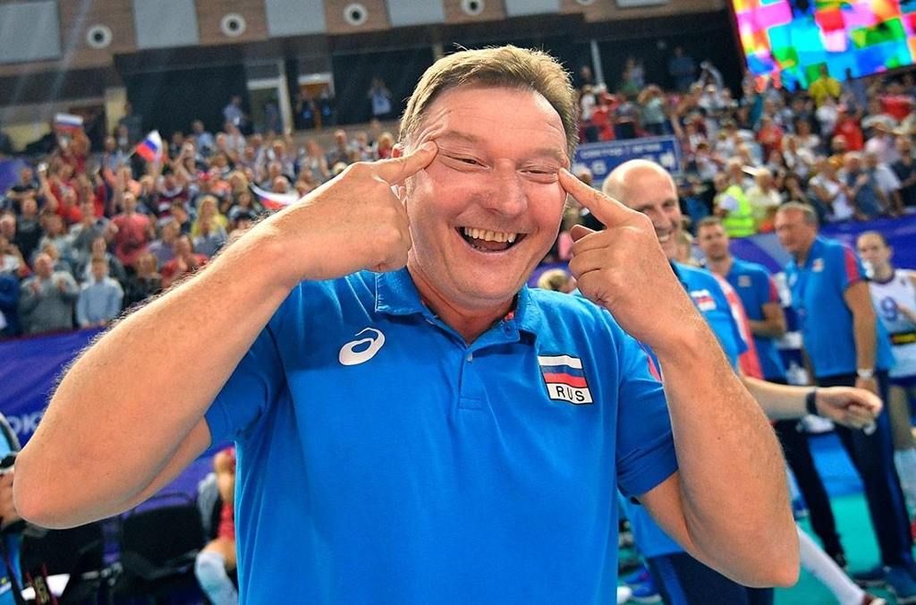 This photo, captured from Russian website Sport 24, shows Sergio Busato, an assistant coach for the Russian national women's volleyball team, making a racist gesture after his team defeated South Korea at an Olympic qualifying tournament in Kaliningrad, Russia, on Aug. 4, 2019. (Yonhap)