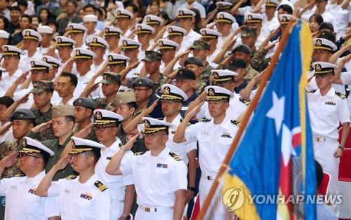 The 30th 300-strong contingent of the Cheonghae Unit takes part in a send-off ceremony at a naval base in Busan on Aug. 13, 2019, before leaving for the Gulf of Aden to combat piracy in waters off Somalia over the next six months aboard the 4,400-ton Kang Gam Chan destroyer. (Yonhap)