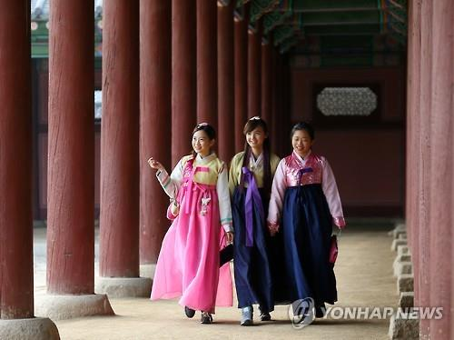 Tourist arrivals in S. Korea double in past decade, led by young, female Asians