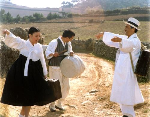 "This image provided by the Busan International Film Festival shows a scene from ""Seopyeonje."" (PHOTO NOT FOR SALE)"
