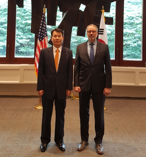 Jeong Eun-bo (L), South Korea's chief negotiator in defense cost-sharing talks with the United States, and his U.S. counterpart, James DeHart, pose for a photo before their negotiations in Honolulu on Oct. 23, 2019, in this photo provided by Seoul's foreign ministry. (PHOTO NOT FOR SALE) (Yonhap)