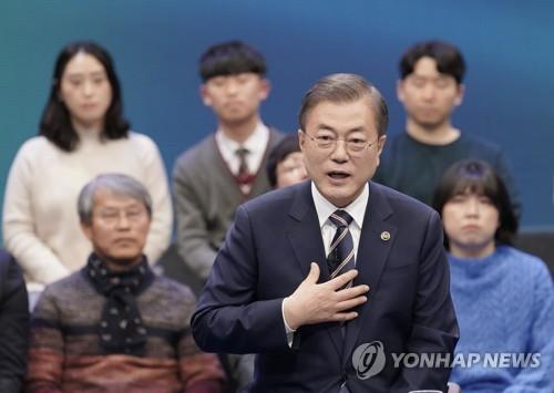 President Moon Jae-in speaks during a town hall meeting at an MBC television studio in western Seoul on Nov. 19, 2019. (Yonhap)