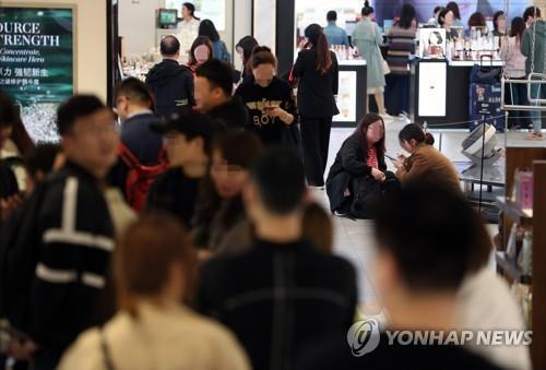 Foreign visitors to local duty-free stores top 1.8 mln in Oct.