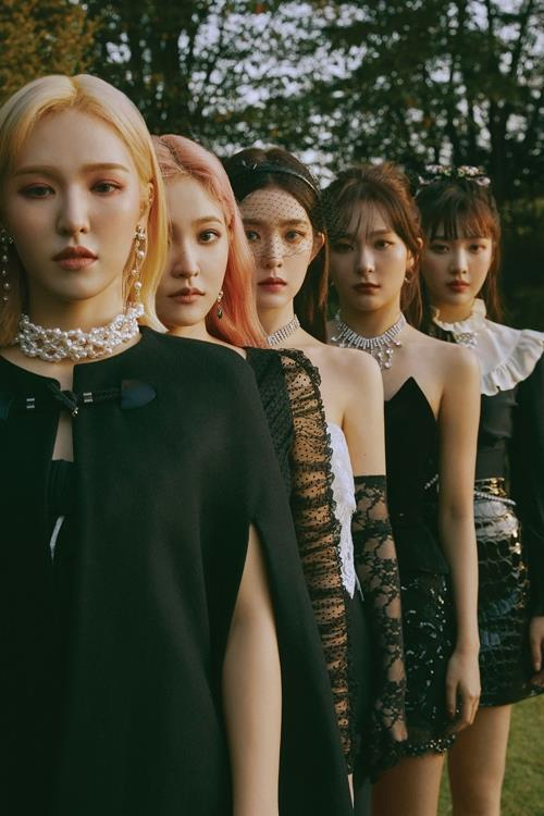 "This image, provided by SM Entertainment, shows the cover of K-pop girl band Red Velvet's new ""repackage album,"" ""The ReVe Festival: Finale."" (PHOTO NOT FOR SALE) (Yonhap)"
