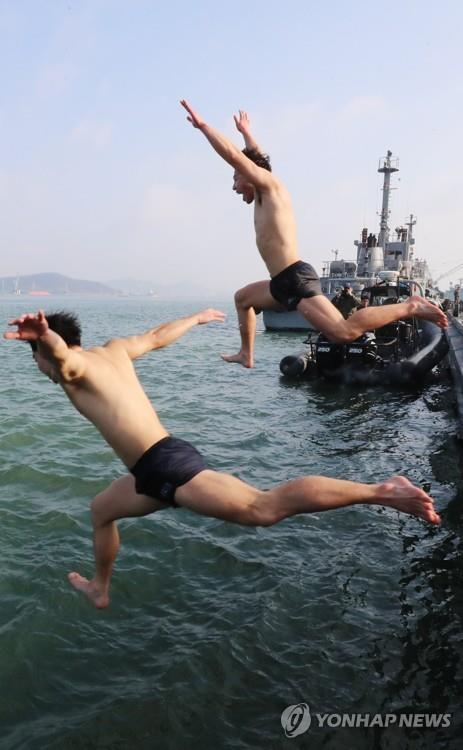 Navy's sea salvage unit conducts annual winter training