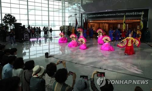 Media arts featuring Korean traditional heritage to greet tourists at Incheon airport
