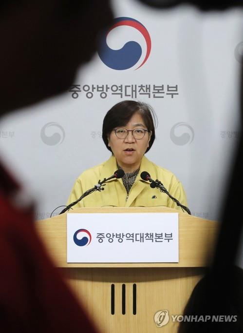 Jeong Eun-kyeong, head of the Korea Centers for Disease Control and Prevention, gives a briefing on domestic coronavirus infections at the KCDC headquarters in Cheongju, 137 kilometers south of Seoul, on Feb. 14, 2020, as 28 people have contracted the virus, named COVID-19. in the country so far. No additional cases have been reported in the country since Feb. 11. (Yonhap)